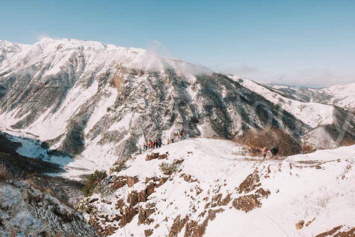 Горный перевал по пути на озеро Кезеной-Ам